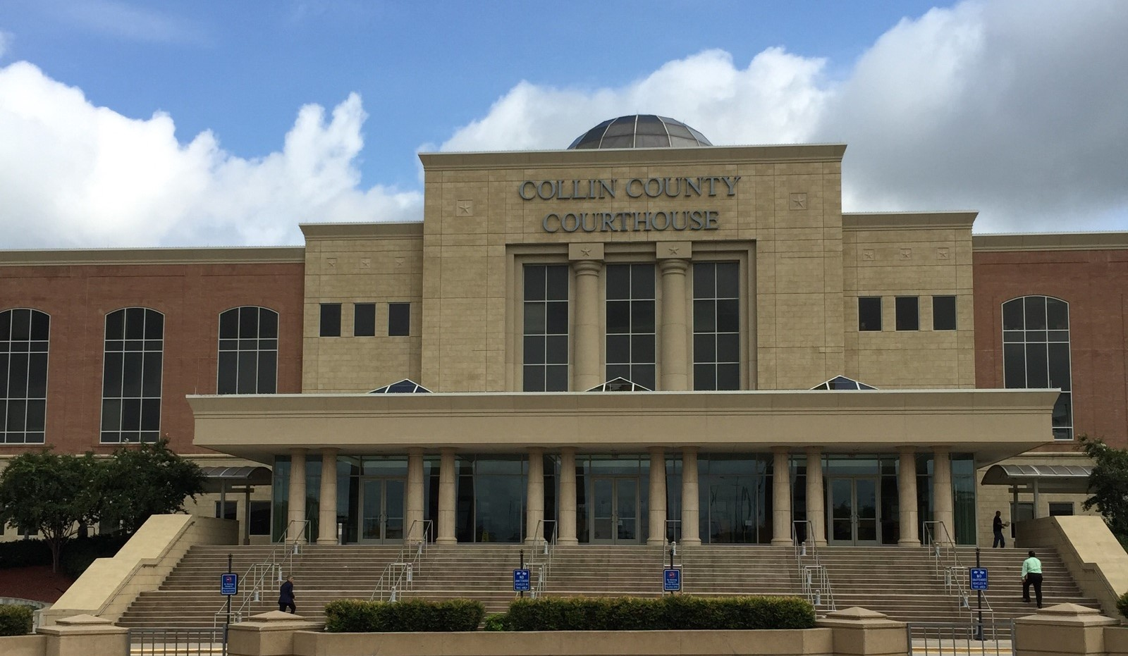 Picture of Collin County Courthouse